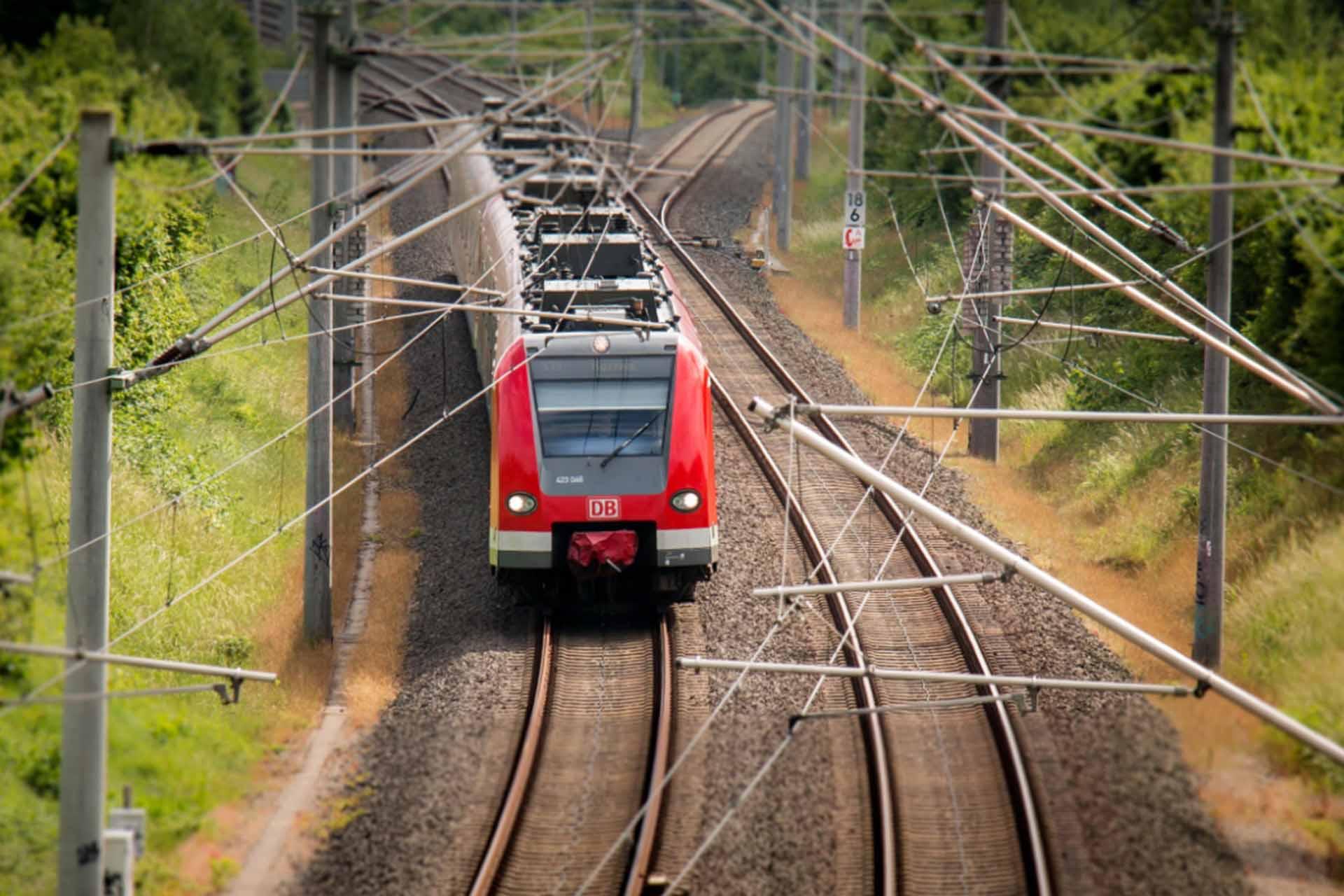 Bahn fahren-min